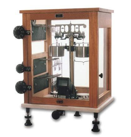 机械电子天平灵敏度的调整方法解答。